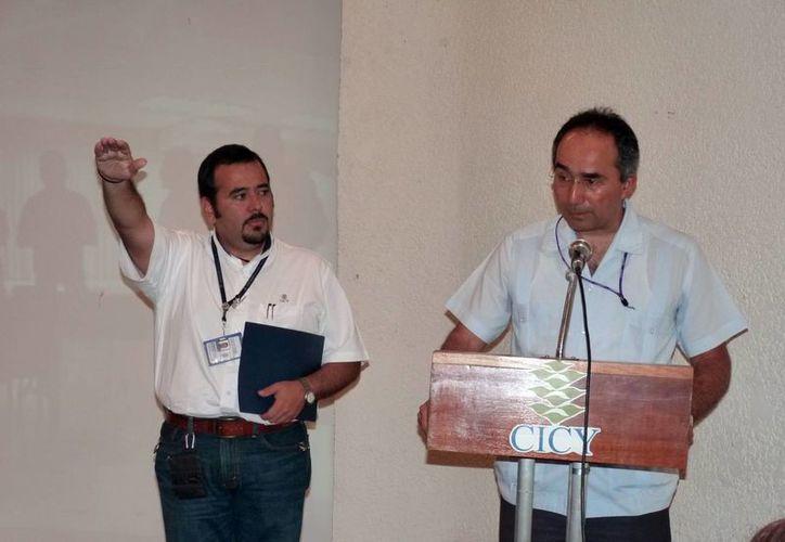 Sánchez Teyer (i) declaró que una de las prioridades es dar seguimiento a los trabajos del Parque Científico. (SIPSE)