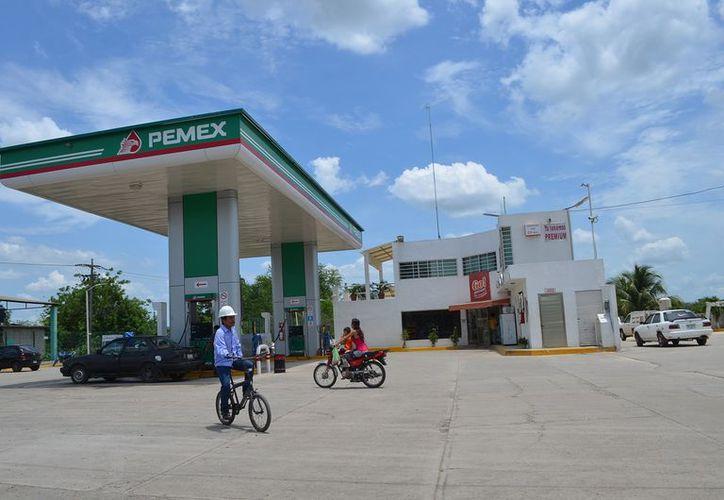 Destacó que las pipas que transportan el producto llevan tres días haciendo filas en espera que llegue el combustible a las distribuidoras. (Foto: Juan Rodríguez/SIPSE)