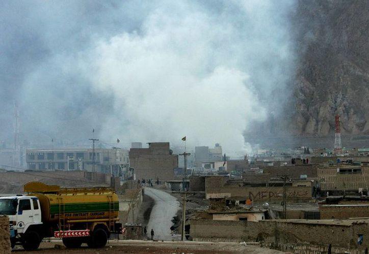 Toma panorámica de la explosión en un mercado de Pakistán. (AP)