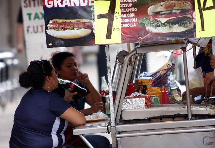 Una dieta poco balanceada puede desencadenar males cancerígenos. (Foto: Milenio Novedades)