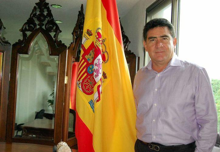 En septiembre de 2009 fue nombrado por la embajada de España Cónsul Honorario del país ibérico. (Milenio Novedades)