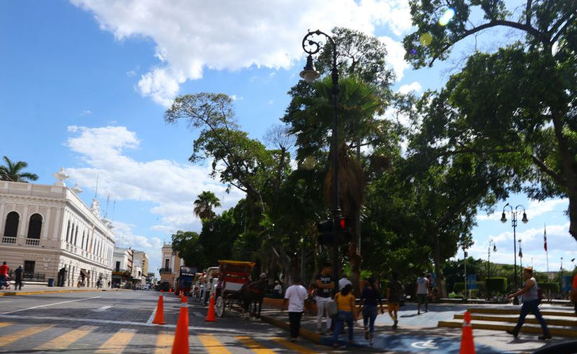 El centro registró escaso movimiento ayer por la mañana. (Jorge Acosta/Novedades Yucatán)