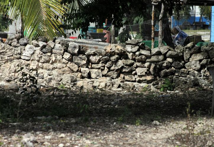Las personas iban a las ruinas exclusivamente a llevarse la piedras sueltas que utilizaban para delimitar sus terrenos. (Francisco Sansores/SIPSE)