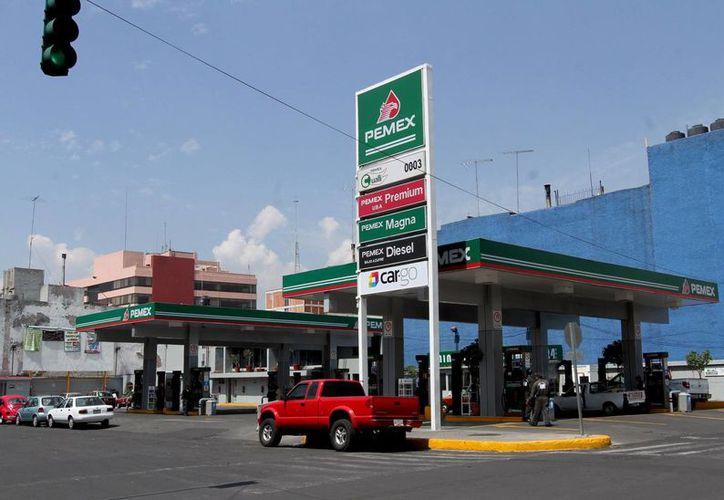 En México hay más de 10 mil 500 estaciones de servicio de la franquicia Pemex. (Archivo/Notimex)