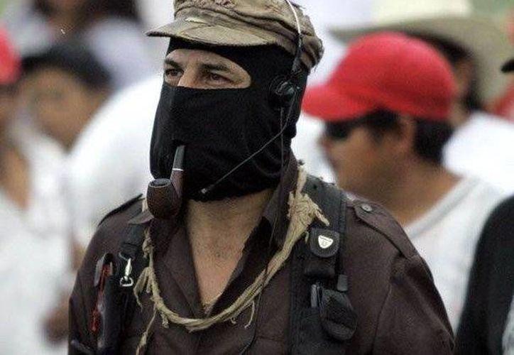 Al subcomandante Marcos le gusta andar con la ropa muy sucia, como el Che Guevara. (puentelibre.mx)