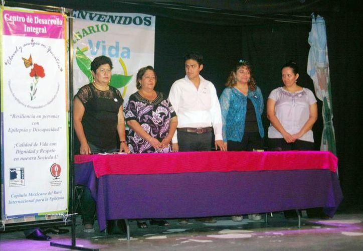 """Imagen de la mesa panel denominada """"Hablemos de epilepsia"""" de la agrupación Clavel y Amigos en Yucatán. (Milenio Novedades)"""