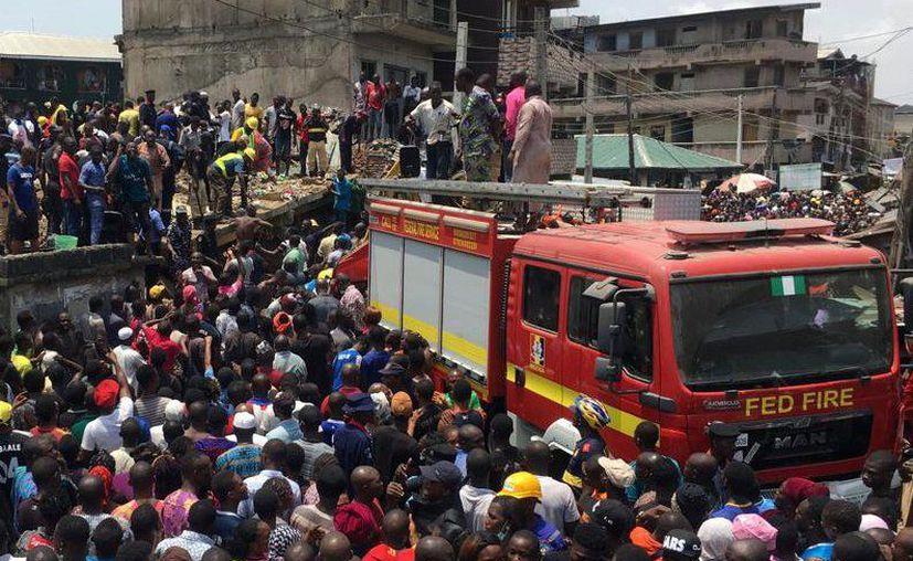 Se desploma una escuela de tres pisos en Lagos, Nigeria. (Twitter)