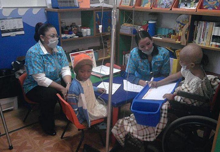 Niños con enfermedades crónicas aprenden durante su hospitalización a través de un programa de la SS y la SEP.  Yucatán, pionero en esquema escolar para niños hospitalizados. (mizamora.net)