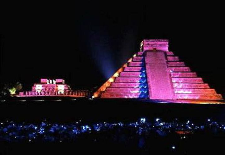 """Cultur planea renovar el contenido actual que se presenta durante el espectáculo nocturno """"Noches de Kukulkán"""", en la zona arqueológica de Chichén Itzá. (SIPSE)"""