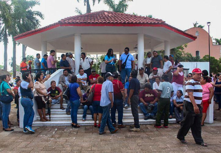 Parte del personal de las distintas áreas se solidarizaron con su gremio para externar su inconformidad. (Jesús Caamal/SIPSE)