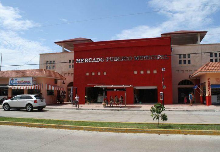 Abren sus puertas cotidianamente 73 locatarios del mercado. (Loana Segovia/SIPSE)