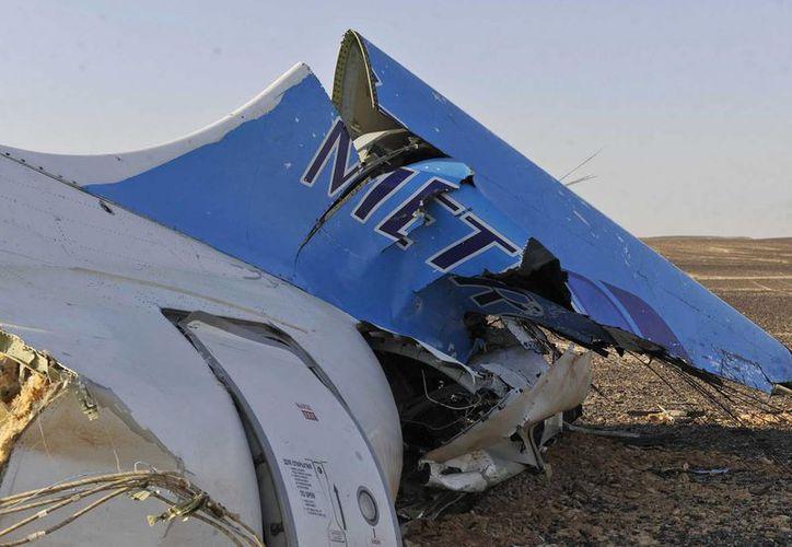 Tras el accidente aéreo que dejó 224 muertos, ya fueron halladas las dos cajas negras del avión ruso  que se estrelló en Egipto. (AP)