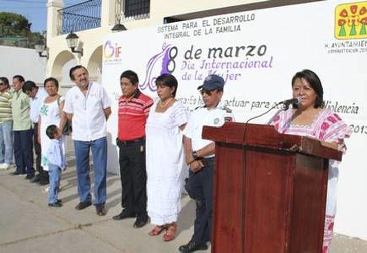 Mildre Martha Ruiz de Flota hizo un llamado para seguir en la lucha por la eliminación de la violencia hacia las mujeres. (Redacción/SIPSE)