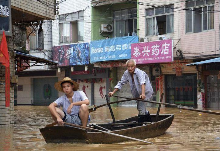 En China hay 3.7 damnificados. (Agencias)