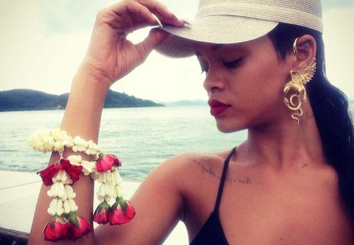 Rihanna durante su visita a Tailandia. (Instagram)