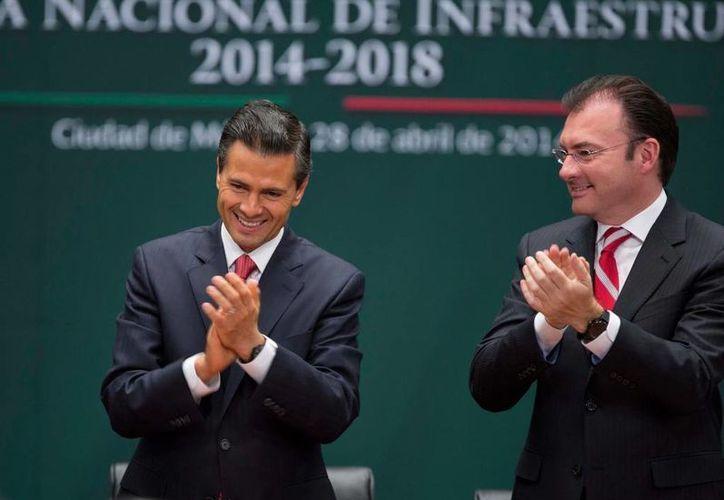 El presidente Enrique Peña acompañado del Secretario de Hacienda Luis Videgaray. (presidencia.gob.mx)