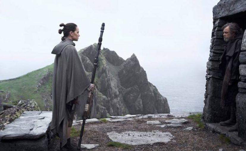 El director Rian Johnson ocupó su cuenta de Instagram para dar a conocer que él y su equipo han terminado de trabajar en Star Wars: El Último Jedi ya está lista. (Entertainment Weekly).