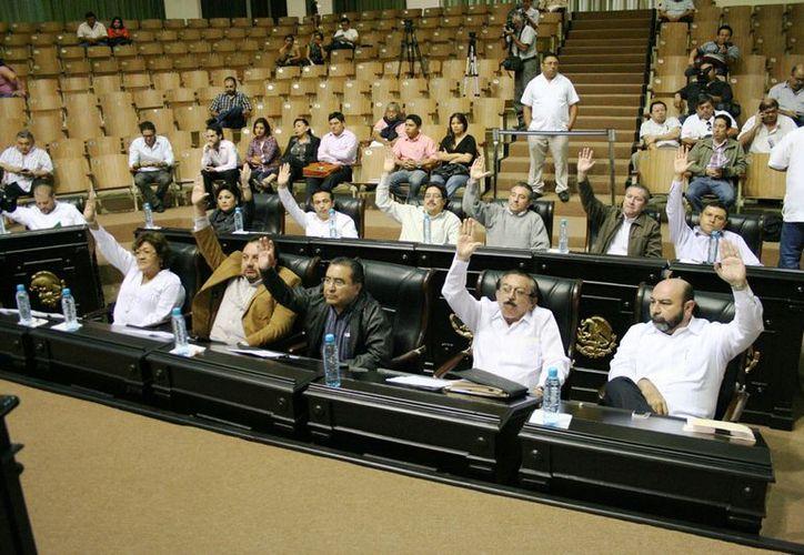 El Pleno aprobó por mayoría el dictamen de las nuevas Leyes de Hacienda de Acanceh, Cuncunul, Maxcanú y Valladolid. (Cortesía)