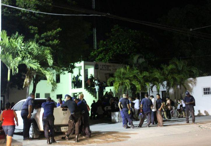 Cerca de 200 elementos de la Policía Municipal de Tulum recibieron ayer el pago retroactivo del programa Fortaseg. (Sara Cauich/SIPSE)