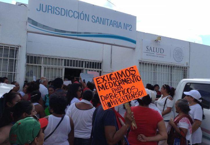 Más de 200 personas externaron su molestia. (Tomás Álvarez/SIPSE)
