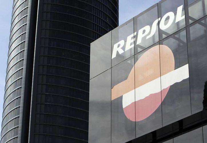 Vista del logotipo de la compañia petrolera Repsol, en su sede del Paseo de la Castellana en Madrid. (EFE/Archivo)