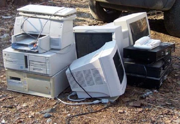 El año pasado se recolectaron cinco toneladas de desechos electrónicos en toda la geografía municipal. Algunas piezas y componentes son rescatables y se trasladan a una recicladora en la capital del país. (Javier Ortiz/SIPSE)