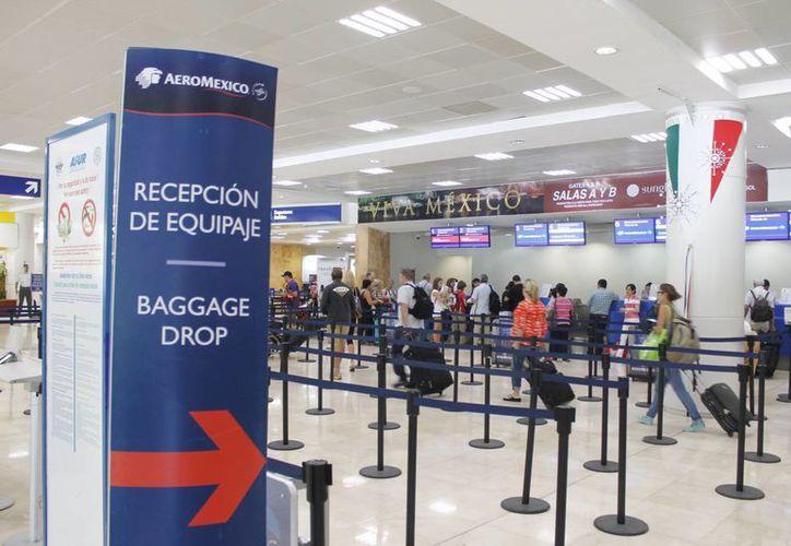 De enero a julio han llegado más de 10 millones y medio de pasajeros a Cancún. (Israel Leal/SIPSE)