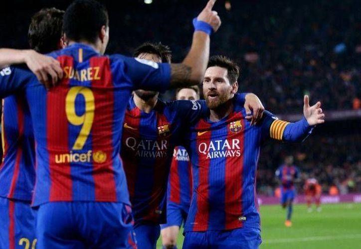Con un gol de Luis Suárez, Barcelona avanzó a la final de la Copa del Rey, pero Suárez no podrá jugarla porque fue expulsado este martes en el partido de vuelta contra Atlético de Madrid. (AP)