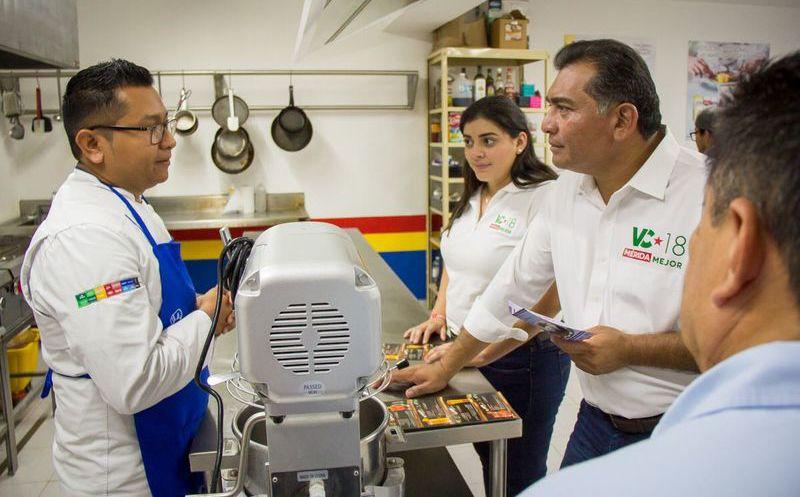 El candidato realizó una visita a la plaza Casa Santos Lugo, ubicada en la colonia Emiliano Zapata Sur III. (Milenio Novedades)