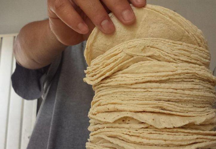Algunos negocios ya incrementaron el precio del kilo de la  tortilla. (Jesús Tijerina/SIPSE)