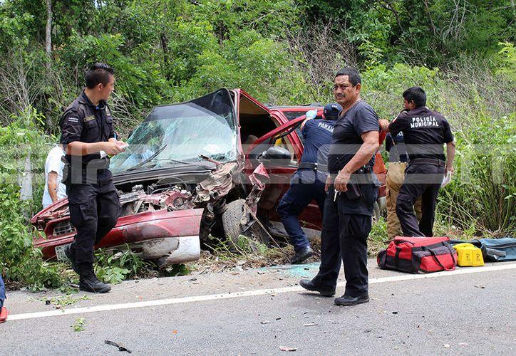 Destrozados quedaron los vehículos tras impactar de frente. (SIPSE)