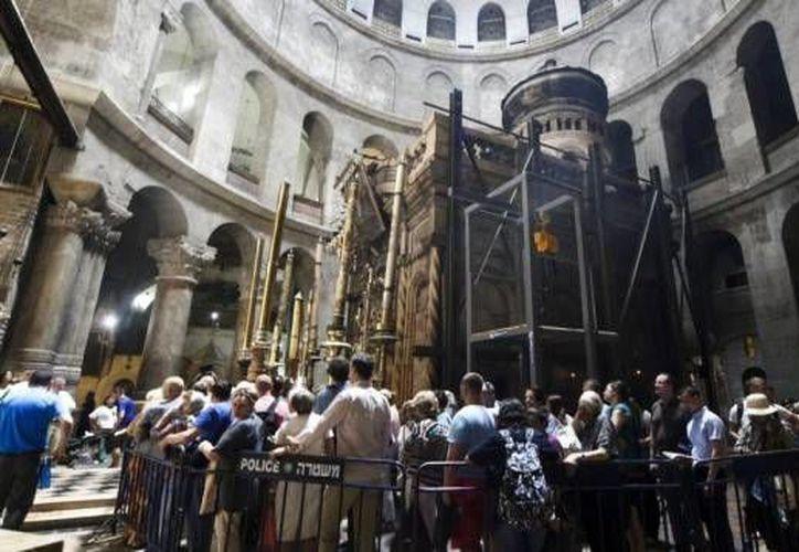 La iglesia del Santo Sepulcro de Jerusalén continúa siendo un sitio recurrido por religiosos y turistas, por lo que se llevan a cabo grandes proyectos de restauración en ella. (Archivo/ AP)