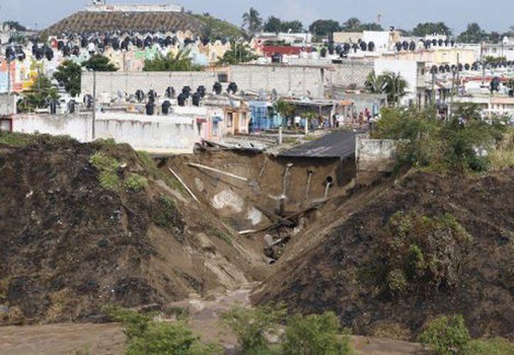 Las viviendas evacuadas están en riesgo de colapsar. (Foto: Milenio)