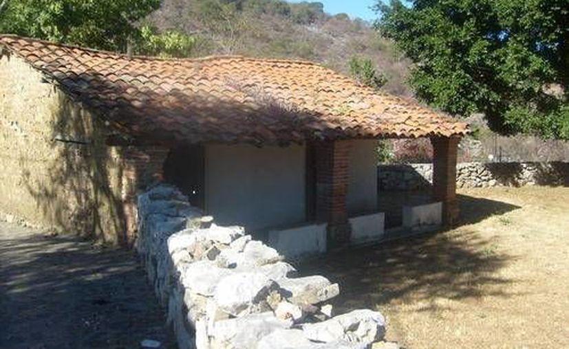 Tras el caos ocasionado por un comando armado en un rancho y casas aledañas en Papatatlán, los criminales huyeron. (metroflog.com/foto de contexto)