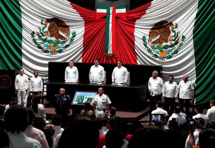 Se llevó a cabo la sesión solemne XIV Legislatura para conmemorar el 40 Aniversario de la Promulgación de la Constitución Política del Estado. (Cortesía)