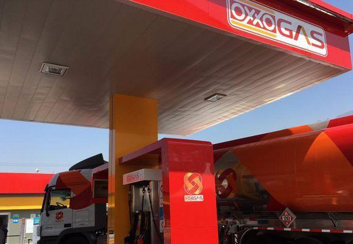Oxxo Gas ya cuenta con dos estaciones en la capital, sin embargo, se espera que adecúe sus estaciones de servicio a cómo se encuentran en el resto del país. (Foto de www.forbes.com.mx)