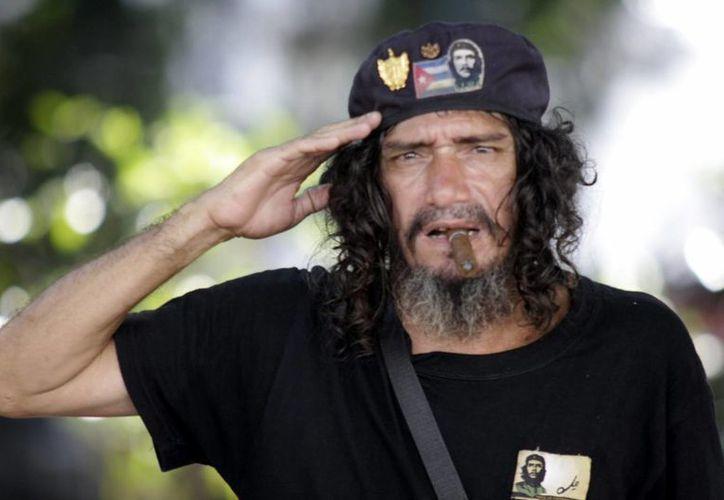 La Cuba que espera al presidente Obama sigue siendo socialista y con grandes diferencias entre ambas naciones. La isla critica las medidas de apertura de Washington. (AP)