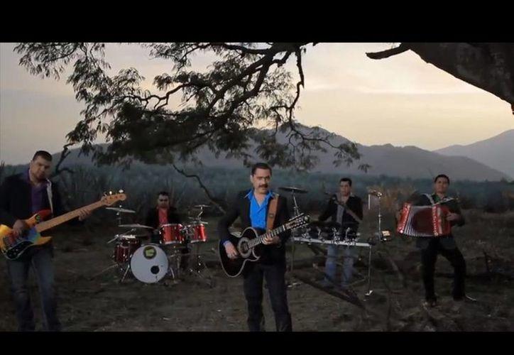 El videoclip de los Tucanes de Tijuana se estrenó de manera simultánea por los principales canales de televisión dedicados a la música regional mexicana y en Vevo/YouTube. (YouTube)