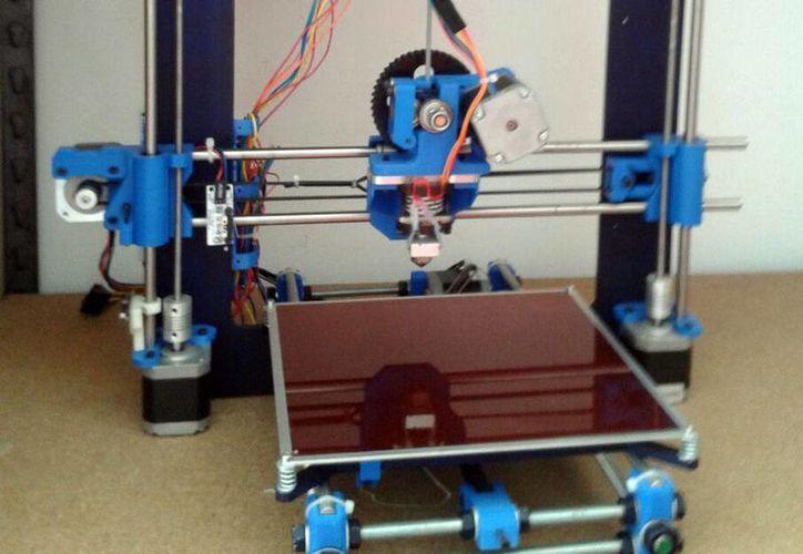 Las impresoras 3D desde hace algunos años hacen ruido en varios sectores como el de la construcción o la medicina. (Sergio Orozco/SIPSE)