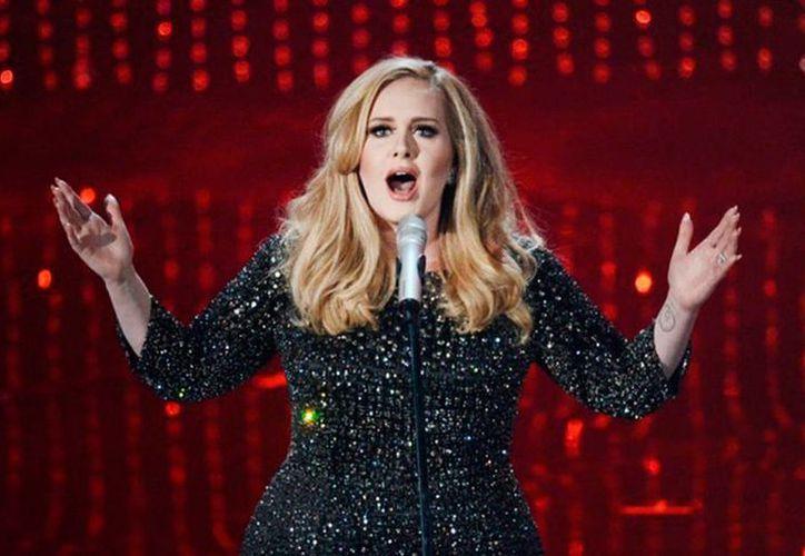 Adele estrenará video en la ceremonia de los Premios Billboard 2016. La foto corresponde a su actuación en la ceremonia de los premios Oscar, en el teatro Dolby el 24 de febrero de 2013 en Hollywood. (Revista Billboard)
