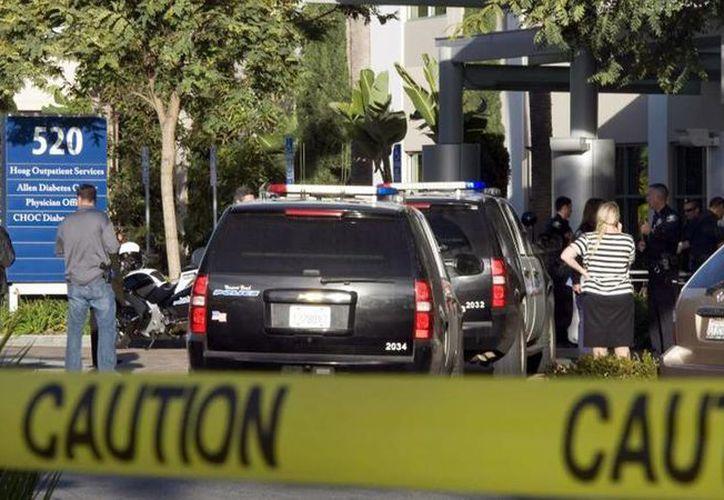 Un hombre armado hirió a disparos a los padres y un tío de la bebé en una vivienda del sur de California, para luego llevársela con rumbo desconocido. Imagen de un tiroteo en Long Beach. (Archivo/Agencias)