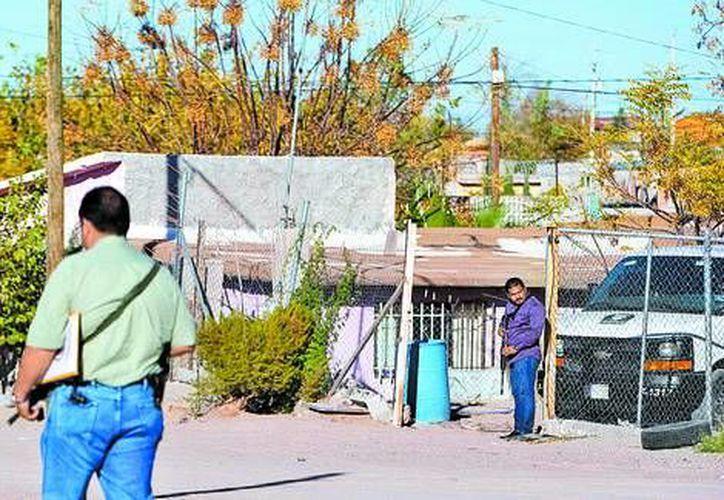 Policías estatales vigilan el lugar del múltiple asesinato. (Milenio)