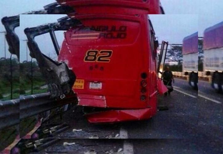 El apsado 22 de abril se registró otro aparatoso choque protagonizado por un autobús de la línea Triángulo Rojo, que dejó un saldo de 22 lesionados. (Isabel Zamudio/Milenio)