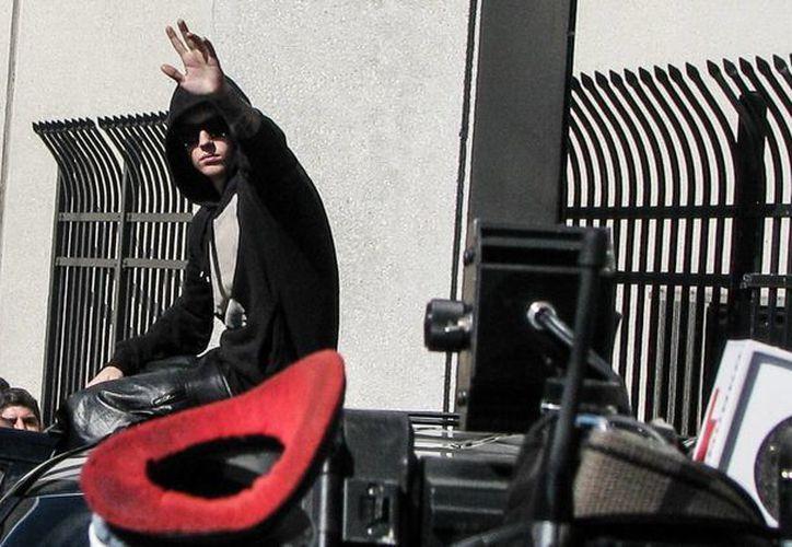 El cantante canadiense Justin Bieber entra en un SUV a su salida del centro correccional Turner Guilford Knight, el 23 de enero de 2014, en Miami. (EFE)
