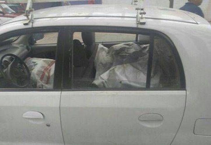Uno de los detenidos en Oaxaca, llevaba varias despensas en el carro. (Milenio Digital)