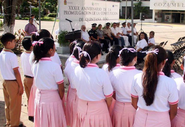 """Alumnos de secundaria interpretaron la canción """"Suéñame Quintana Roo"""". (Cortesía/SIPSE)"""