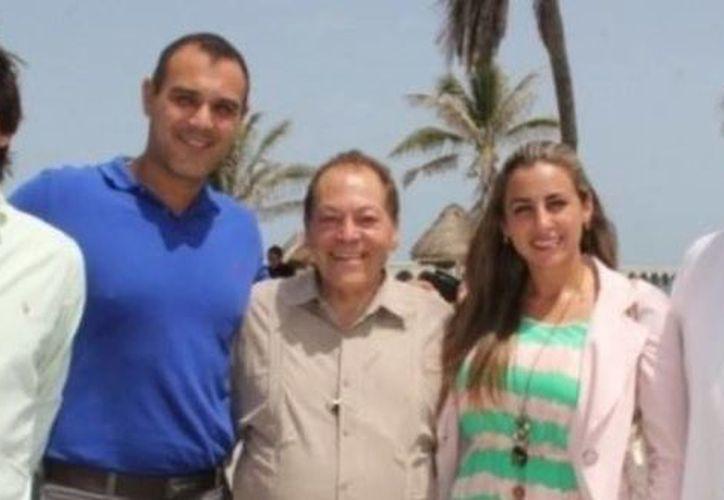 El ingeniero Arturo Peña del Mazo se reunió en Progreso con aspirantes a cargos de elección popular en las elecciones de 2015. (Óscar Pérez/SIPSE)