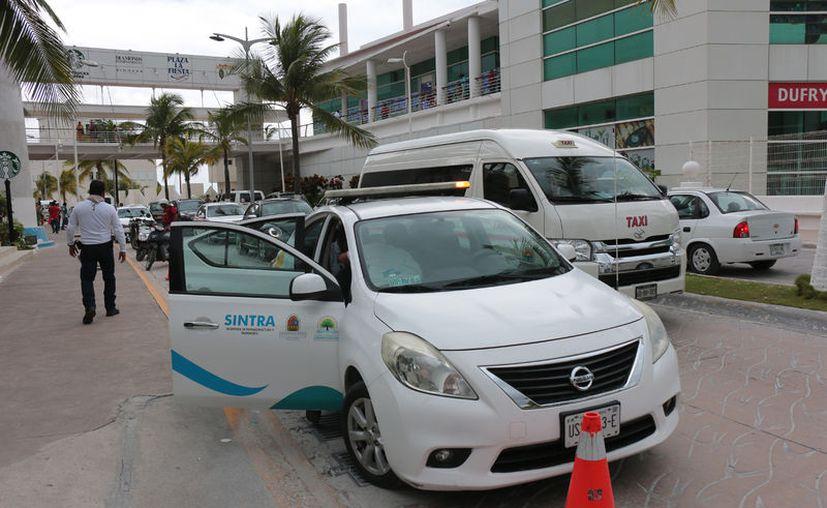 Sintra inició un procedimiento contra tres taxis por quebrantar el Reglamento de Comunicaciones y Transportes. (Gustavo Villegas)