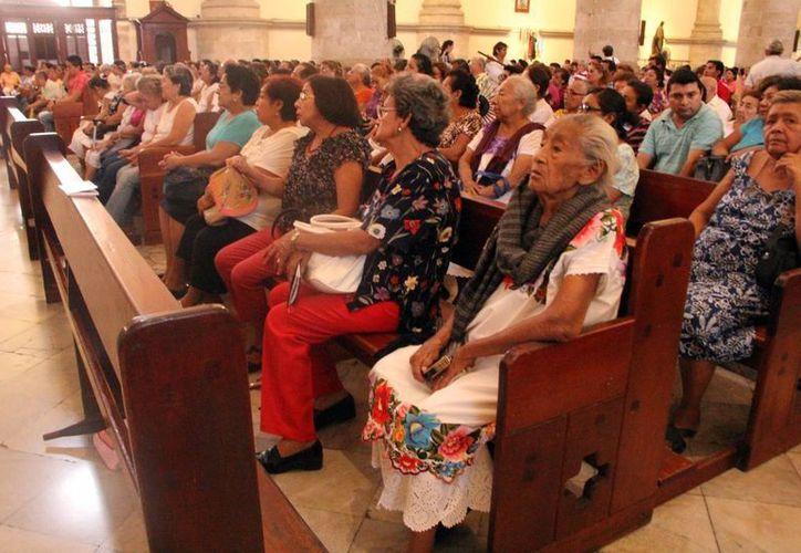 La Doctrina Social de la Iglesia busca vivir de acuerdo con los valores cristianos. Imagen de archivo durante una misa en Mérida. (Milenio Novedades)