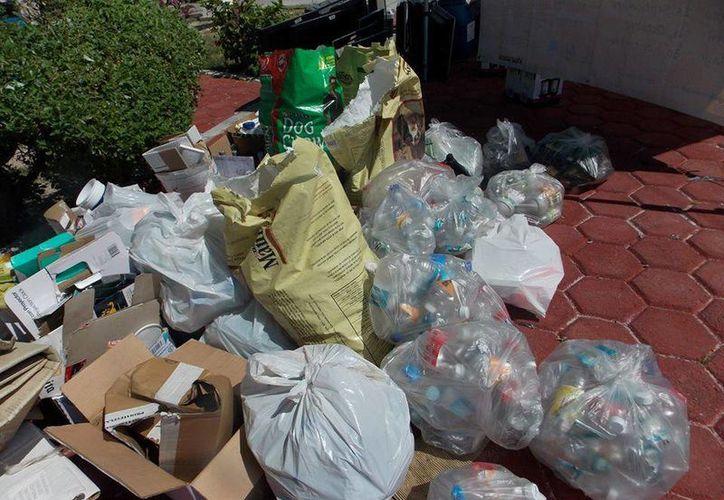 Se invita a la población a participar llevando a los diversos centros de acopio plásticos, envases de vidrio, cartón, papel, entre otros materiales reciclables. (Facebook/Ecologia-Cancun)